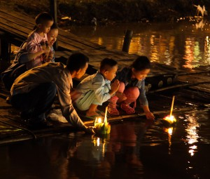 Loi Krathong 2015 family floating Kratongs in 2014